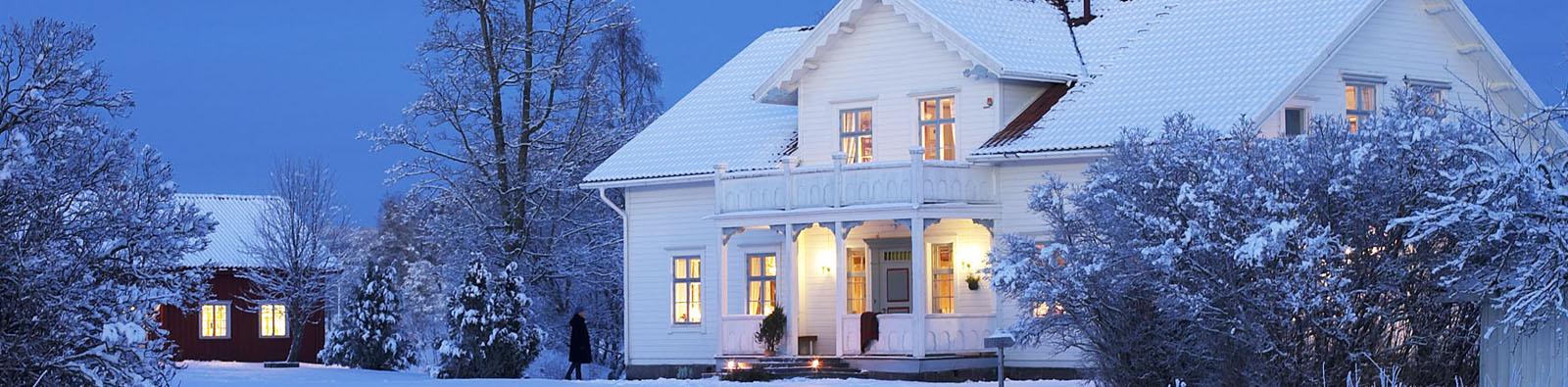 011207 -Torsby / Foto Christer Hšglund / SahlstršmsgŒrden i Utterbyn utanfšr Torsby i vinterskrud